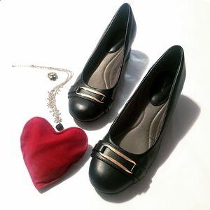 I Love Comfort Black Pumps w/ Gold Accent